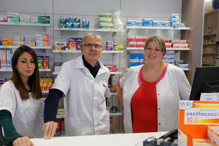 <b>Dr Bertrand OUDET,  Pharmacien; Elodie WINTENBERGER et Sandrine CATHEZ, Préparatrices en pharmacie